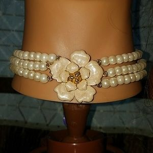 Jewelry - Pearl Choker with flower